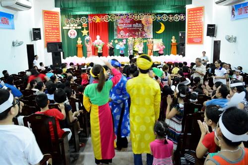 Công đoàn Trường Đại học Y Dược Huế tổ chức tết trung thu cho con CB,VC Trường
